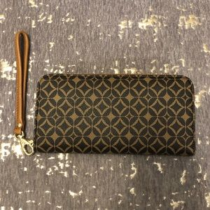 NWT Fossil Sydney Signature Zip Leather Clutch